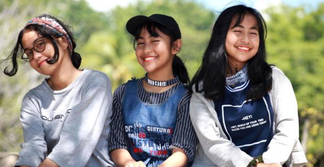 Triplet Teenage Girls Smiling